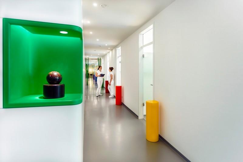 Die Zahnarztpraxis Dr. Thomas Schröder in Stuttgart - Privatpraxis für Zahnheilkunde. In unmittelbarer Nähe zum Stuttgarter Hauptbahnhof und Königsstraße bieten wir Ihnen moderne und ästhetische Zahnmedizin auf höchstem Niveau.