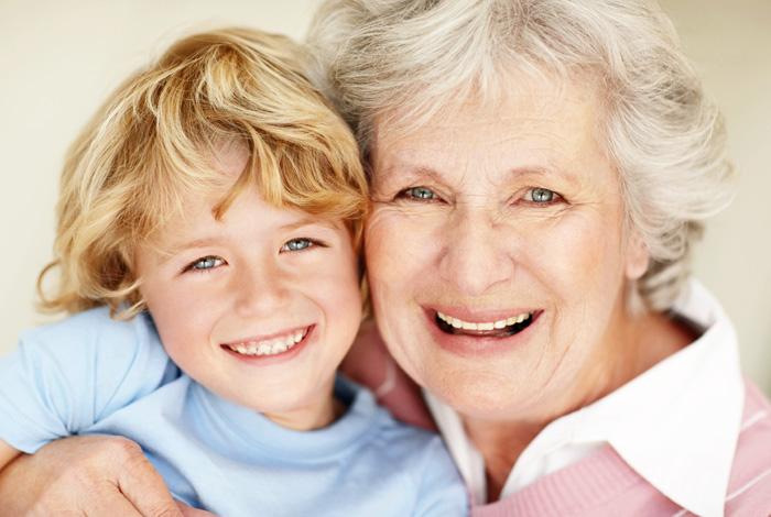 Ein Zahnimplantat fürs Leben bei Ihrem Zahnarzt Dr. Thomas Schröder, Privatpraxis für Zahnheilkunde, Ihrem zertifizierten PerioPrevention® Center Stuttgart. Mit einem Zahnimplantat haben Sie sich für die hochwertigste Variante des Zahnersatzes entschieden. Ihr Zahnimplantat benötigt jedoch dauerhafte Aufmerksamkeit. Wie unsere eigenen Zähne sind Zahnimplantate durch Gewebeabbau gefährdet, wenn das Immunsystem nicht mehr in der Lage ist, eine andauernde Belastung zu kompensieren. Aus diesem Grund legen wir besonderen Wert auf die Früherkennung von versteckten oralen Entzündungen, welche eine Parodontitis verursachen können. Unser Wunsch ist, Ihr Zahnimplantate, ebenso wie Ihre natürlichen Zähne durch präventive Maßnahmen bestmöglich schützen. Damit Sie sich jeden Tag über diese Entscheidung und lebenslang über ein festsitzendes Zahnimplantat freuen können.