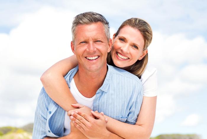 Ihr zertifiziertes PerioPrevention® Center Stuttgart bei Ihrem Zahnarzt Dr. Thomas Schröder, Privatpraxis für Zahnheilkunde. Als PerioPrevention® Experte steht für mich der Zahnerhalt Ihrer natürlichen Zähne, Zahnimplantate und der Erhalt Ihrer Gesundheit immer im Vordergrund. Daher lege ich besonderen Wert auf die Früherkennung von versteckten oralen Entzündungen, die eine Parodontose (Parodontitis) verursachen können, bestehende chronische Erkrankungen verschlechtern oder bei gesunden Menschen sowie Leistungssportlern die körperliche Leistungsfähigkeit reduzieren. Dank einem patentiertem Früherkennungs-Test schützen wir Ihr Zahnimplantat und Ihre natürlichen Zähne – ein Leben lang.