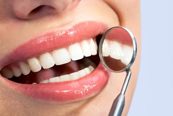 Zahnarzt Dr. Thomas Schröder von der Privatpraxis für Zahnheilkunde in Stuttgart verfügt über langjährige und umfangreiche Erfahrungen in Wurzelkanalbehandlungen (Endodontie).